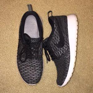 Nike Roche Flyknit